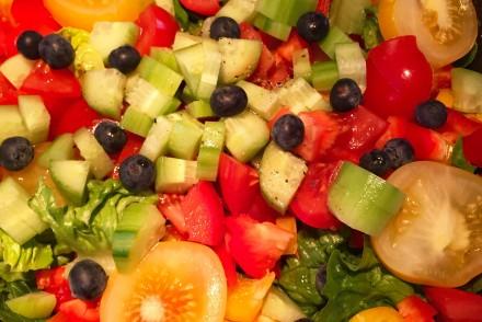 Tomatensalat mit Beeren
