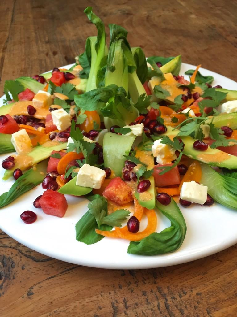 Bunter Regenbogen Salat mit Pak Choi
