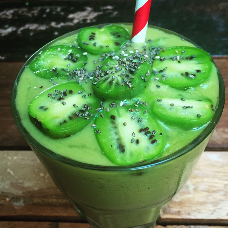 Kiwiberry Matcha Smoothie