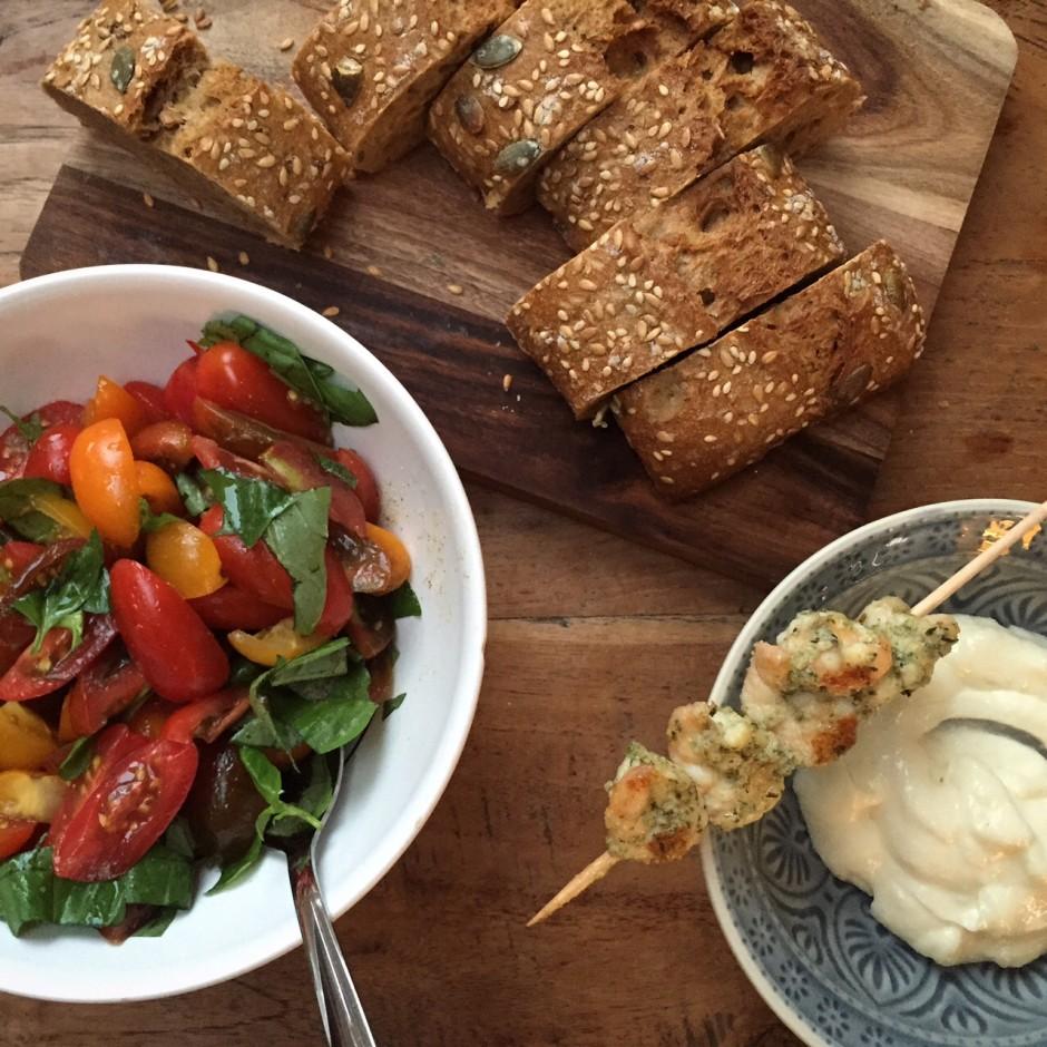 Tomatensalat mit Garnelen und Aioli