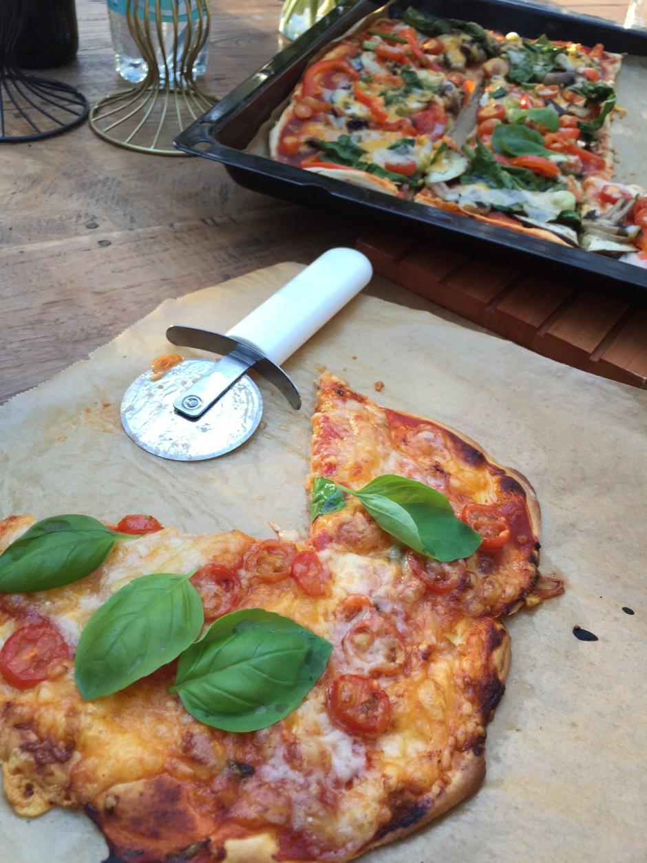 Rezept fuer eine Pizza Margherita aus Dinkelteig