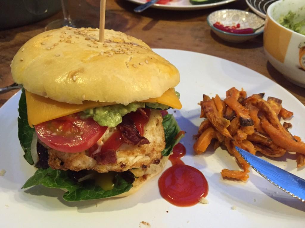 XXL Fettkopfburger mit selbstgemachten Dinkel Burger Bun und Patty