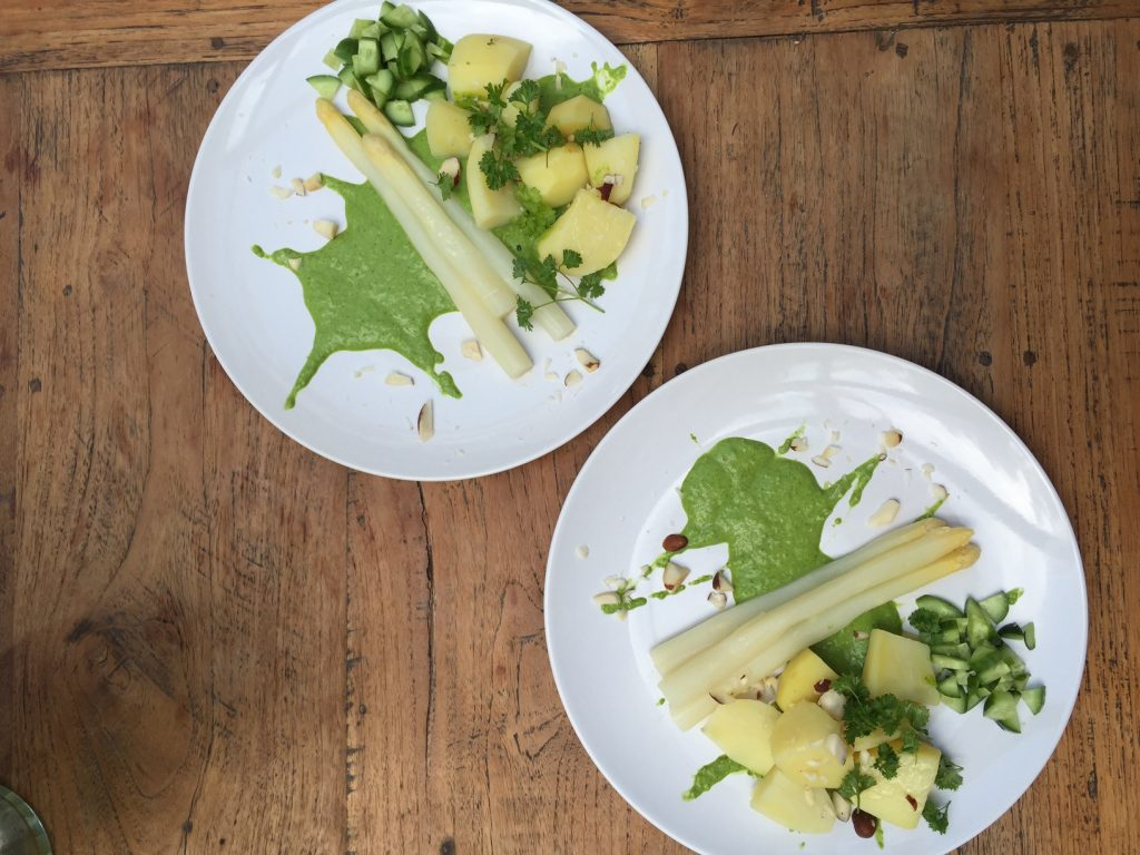 Baerlauch-Cashewmus Pesto Alternative Spargel mit Sauce Hollandaise