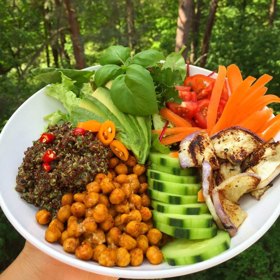 Buddhabowl mit Quinoa und Kichererbsen