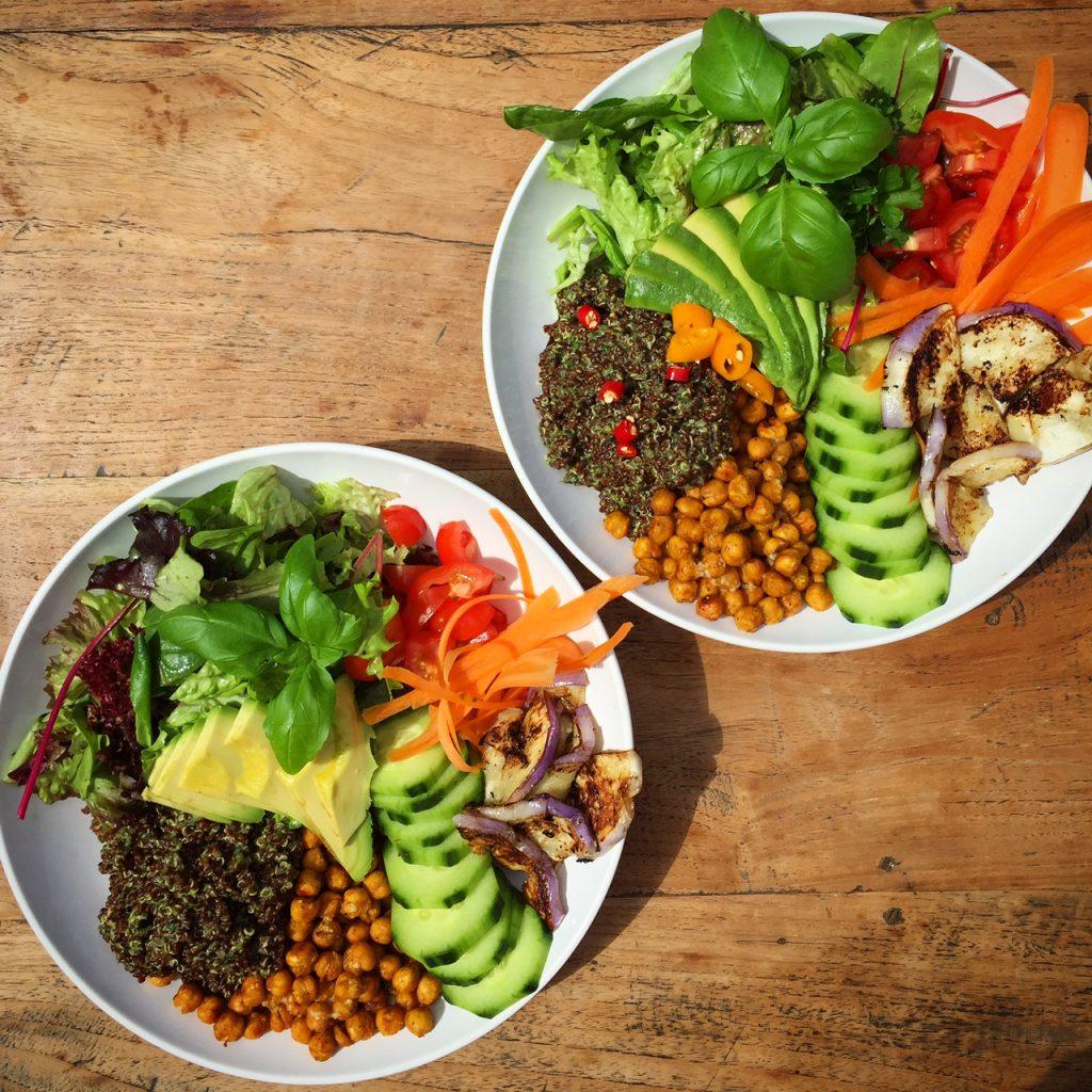 Buddhabowls mit Quinoa und Kichererbsen